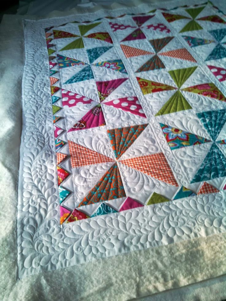 Best 25+ Pinwheel quilt ideas on Pinterest Pinwheel quilt pattern, Patchwork quilt patterns ...
