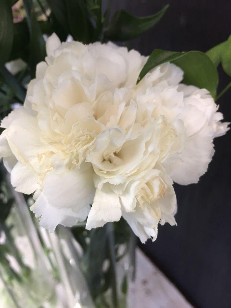 20 juni 2015 Veteranendag, Rijswijk 45 vases with White carnations