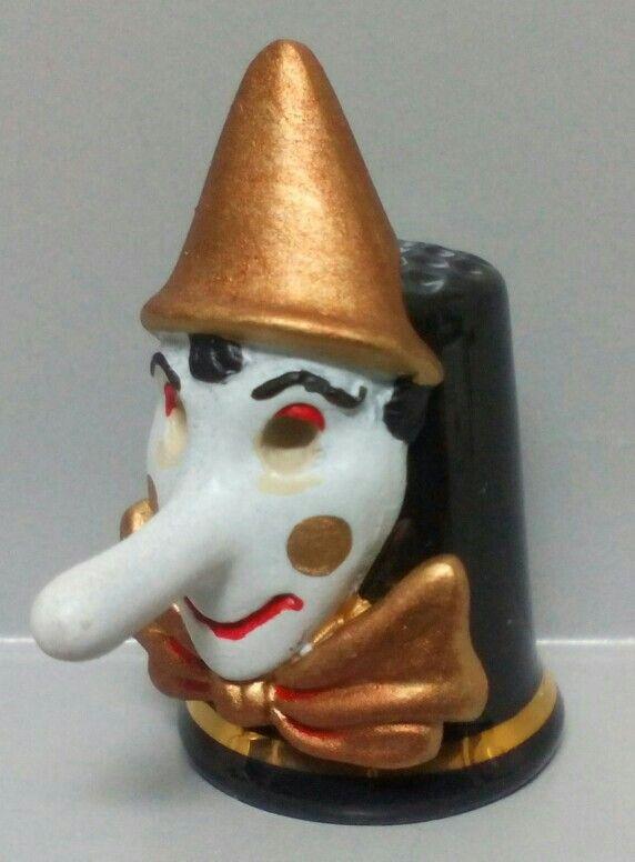 Pinnocchio, dedal de porcelana con máscara de estaño pintado a mano