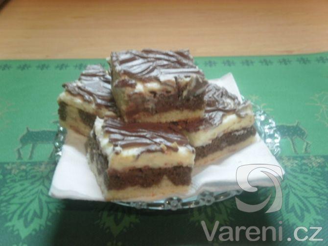 Recept na vynikající tvarohové řezy s čokoládovou polevou. Jednoduché na přípravu.