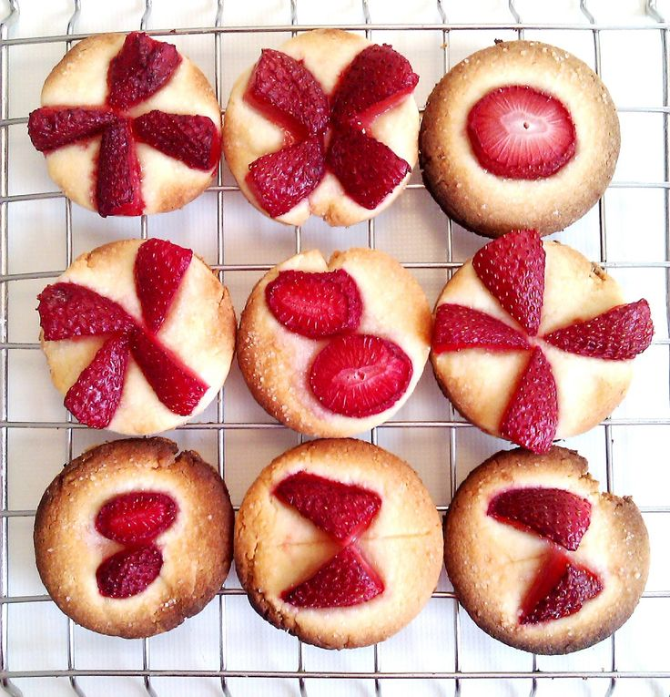Strawberry - almond cookies