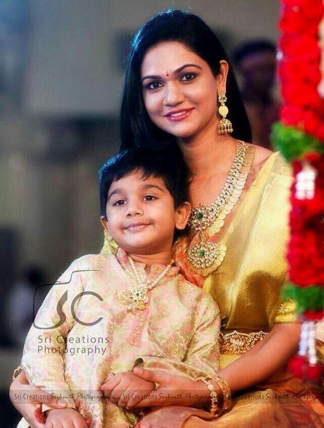 Allu Arjun wife Allu Sneha Reddy looked gorgeous in traditional saree and heavy peacock diamond kasu mala