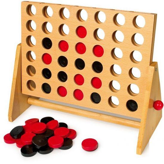 Vier op een rij spel van hout. Een grote uitvoering van het spel vier op een rij. De afmeting is ca. 37 x 18 x 30.