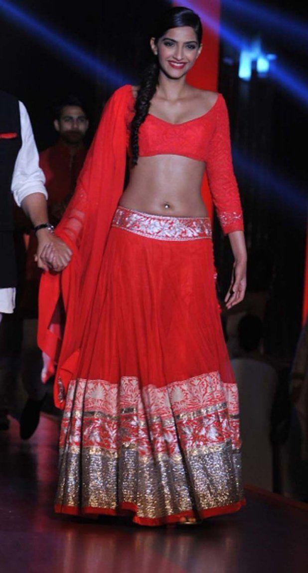 Sexy Sonam Kapoor Hot Navel Show Photos In Saree