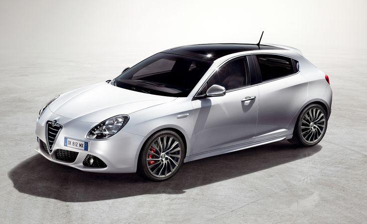 Awesome Alfa Romeo Giulietta Hatchback Wallpaper