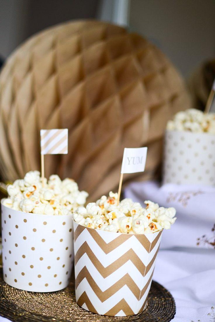 White Chocolate Popcorn. Great ideas for Christmas and New Years Eve. Popcorn mit weißer Schokolade. Perfekt für Weihnachten oder Silvester