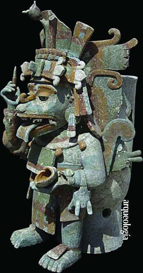 EL ESCRIBANO DE MAYAPAN, YUCATÁN(Primera de tres partes)Uno de los descubrimientos más importante en los últimos diez años del Proyecto Arqueológico Mayapán es un excepcional incensario efigie que representa a un escribano. Aunque los incensarios efigie de Mayapán generalmente provienen del periodo Posclásico Tardío (1250/1300-1460 d.C.), éste en particular muestra una marcada relación con el escribano hombre-mono, deidad importante en el arte maya del Clásico.El escribano sostiene en su…