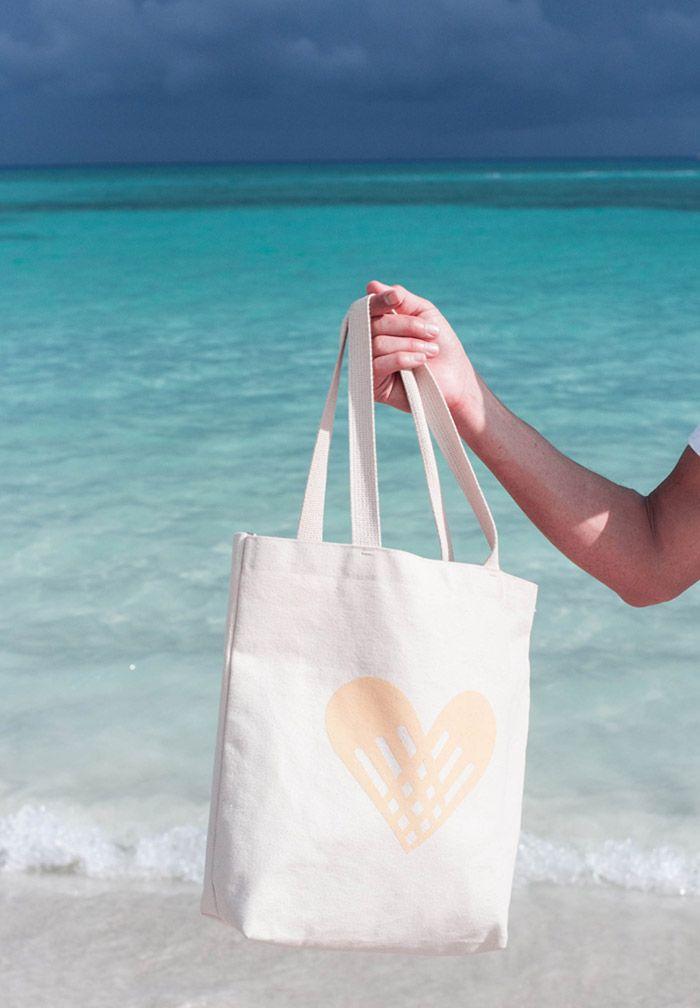 Собирай сумку на море)