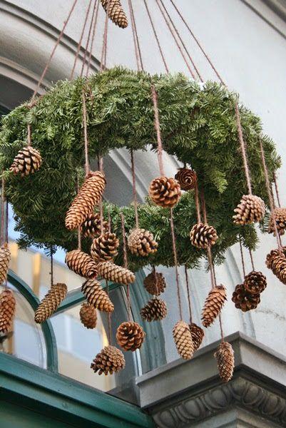 This is nice natural or spray paint the pinecones gold!of wit of gewoon wat jij mooi vindt.