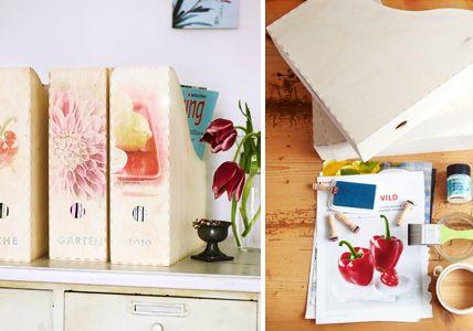 Ordner mit Blumendeko Mit - Einrichtungsideen fürs Arbeitszimmer - [LIVING AT HOME]