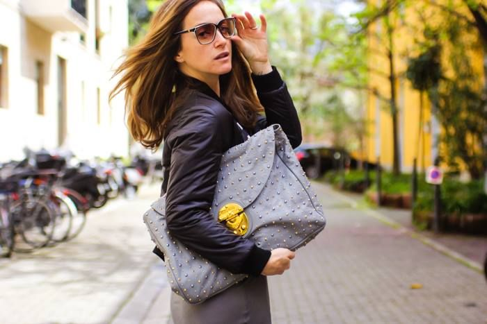 """Giulia Bruni - Sono una fashion designer, una stylist e una blogger ma soprattutto sono la mamma di Cloe. Passo le mie giornate correndo da una parte all'altra della citta' o su un aereo e quando sono a Firenze questo e' un mio tipico giorno in ufficio: brainstorming, lavoro duro, meeting... appena posso pero' passo dalla """"modalita' lavoro"""" alla """"modalita' fashionmama"""" per il mio tesoro... Vi presento la mia vita, il mio stile, il mio mondo.  http://www.thefashionmamas.com"""
