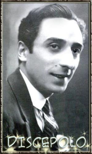 "Enrique Santos Discepolo conocido como Discepolin fue dramaturgo, compositor, musico y cineasta argentino . Compositor entre otras obras de, ""Yira, yira"" , ""Chorra"" y ""Esta noche me emborracho"" . Murio en 1951."