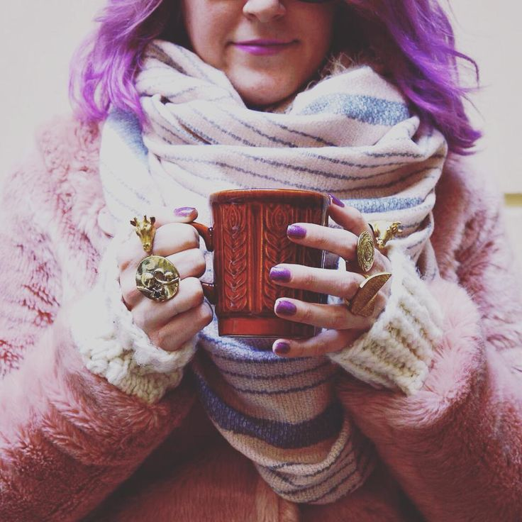Cozy Monday / brass statement ring collection /  szputnyikshop pink vintage look knitted oversize cozy winter / purple hair / glitter nails