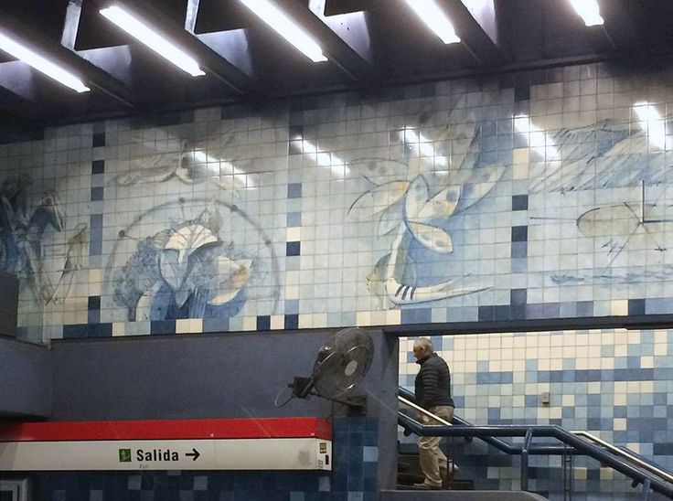 """Rogério Ribeiro   """"Azulejos para Santiago""""   Santiago do Chile   Metropolitano de Santiago do Chile / Santiago, Chile Underground   Estação de / Station of Santa Lucía   1996 [© Elsa Duarte Mascarenhas] #Azulejo #AzulejoDoMês #AzulejoOfTheMonth #RogérioRibeiro #SantiagoDoChile"""