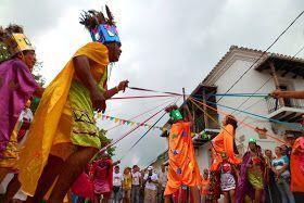 Esta danza representa a la tribu de Indios Malibúes como también se les conoce quienes habitaron Mompox antes de la llegada de los Españoles, es una danza que cuenta con distintos momentos dentro de su baile como el tejido de la trenza, el baile con arcos, la pelea de la Ninfa por parte de un indio que quiere raptarla.