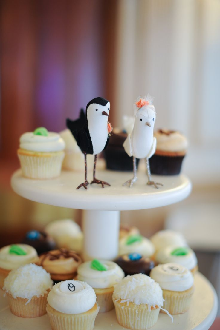 Wedding Cake And Cupcakes Images