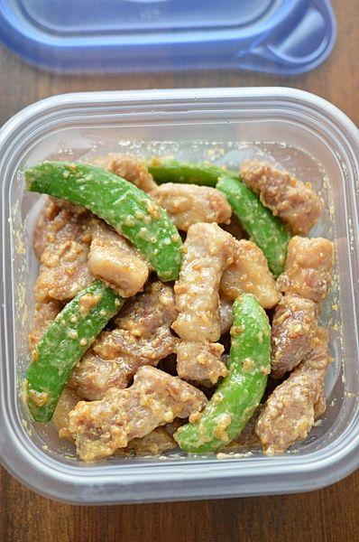 豚肉を味噌マヨで味つけした、ご飯がすすむガッツリ系おかず!ちゃちゃっと炒めるだけの簡単レシピです。グリーンの野菜と一緒に炒めれば、色もきれいでボリュームアップ!お弁当のおかずにも、ぴったりですよ~。