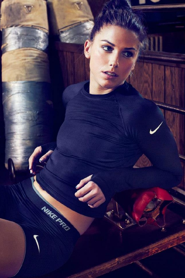 Wish i looked like this playing soccer. Alex Morgan i love you  this body