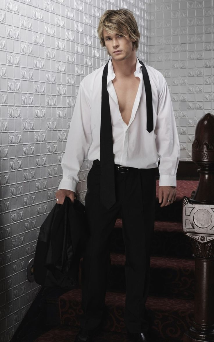 Young Chris Hemsworth OMG he's has always been amazingly gorgeous!!!