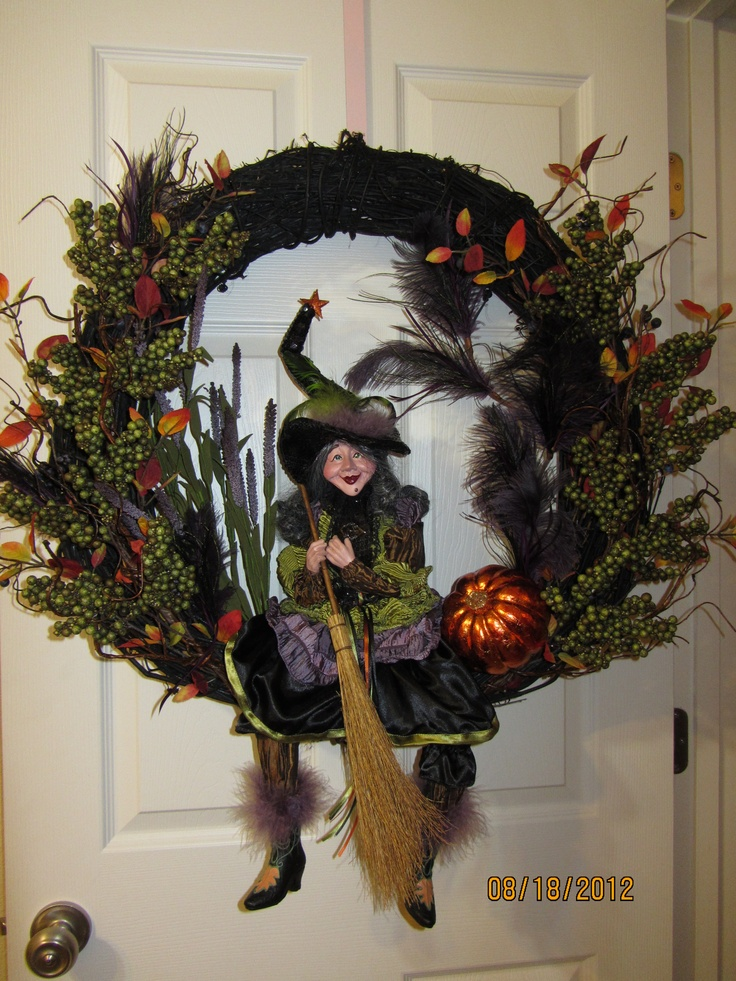 Diva Witch wreath.