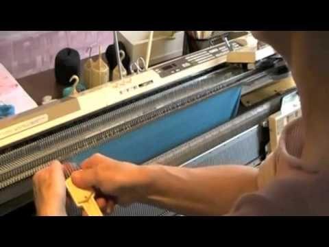 Macchina maglieria collo in sospensione - YouTube