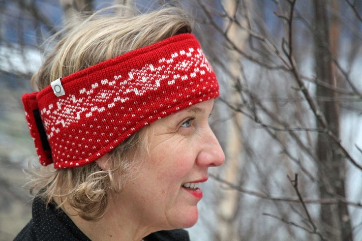 Rundemann Headband. The velcro fastening makes it adjustable and the soft fleece lining is soft and comfy against your forehead. Like all Susan Fosse products it can be washed in the washing machine using a wool program. For him and her. 100% wool - available in 10 colourways. Made in Norway. #wool #traditionalknitwear #madeinnorway #norwegianknittingdesign #norwegianwool #headband #knitweardesign #knitting #norwegiandesign