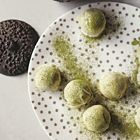 Chocoladetruffels van witte chocolade en groene thee