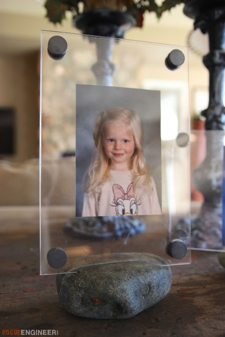 Clear Picture Frame w/ Rock Base - Free & Easy Plans | rogueengineer.com #ClearP...