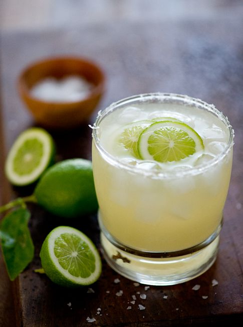 Margarita Cocktail Recipe via @WhiteOnRice
