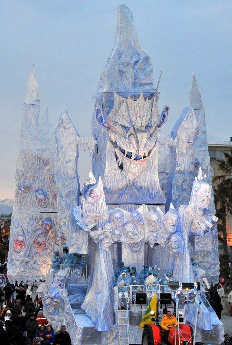 """""""Carnevale di viareggio 2012- seconda categoria""""Ibernati""""#carnevale #viareggio - Repinned by #hoteltettuccio Montecatini Terme"""
