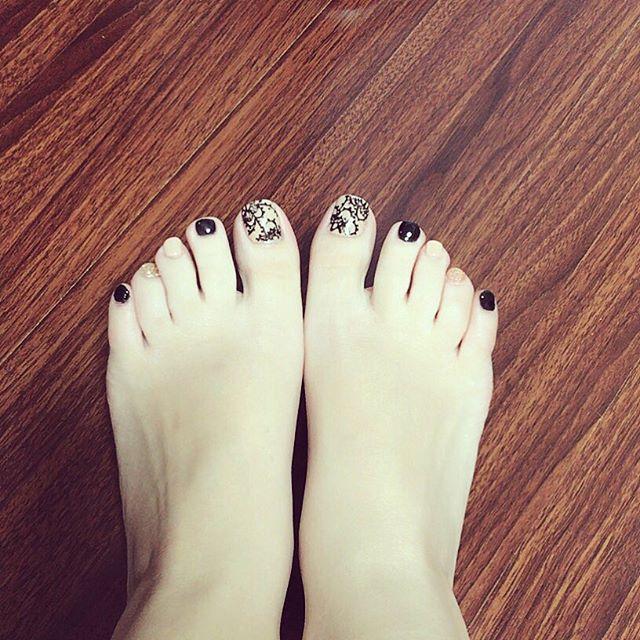 #ネイル #ネイルアート #フットネイル #冬ネイル #セルフネイル #セルフネイラー #nail #footnail#大人ネイル#大人女子#大人女子ネイル#レースネイル #黒レースネイル