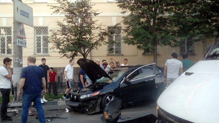После ДТП на Проспекте Ленина 3 человека госпитализированы