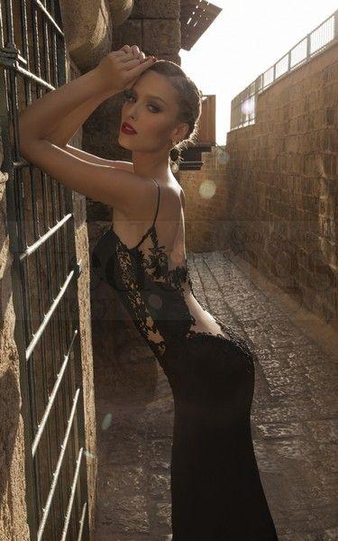 Per una serata speciale a due sensualità e femminilità allo stato puro. Stregata dalla Luna, la nuova collezione di abiti da sera di Galia Lahav Saffron Black. Model n. 1463