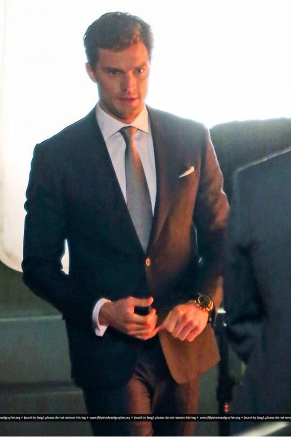 Jamie dornan and the suit makes it that much better for Decoration 50 nuances de grey