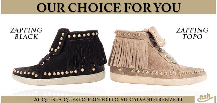 Le #sneakers in #suede con #frange e #borchie #dorate #Zapping di #Ash sono disponibili sia in #nero che in #beige!