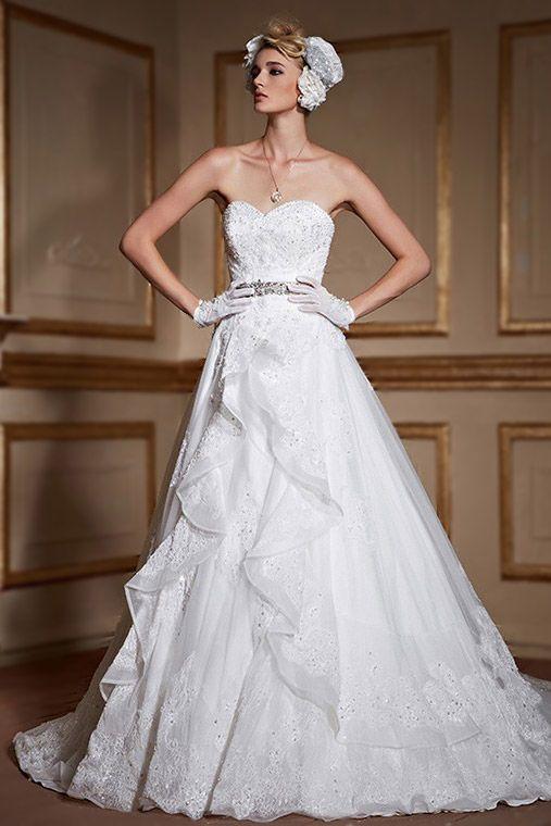 Robe de mariée bustier cœur en dentelle avec ceinture cousue de brillants à traîne cathédrale - Persun.fr