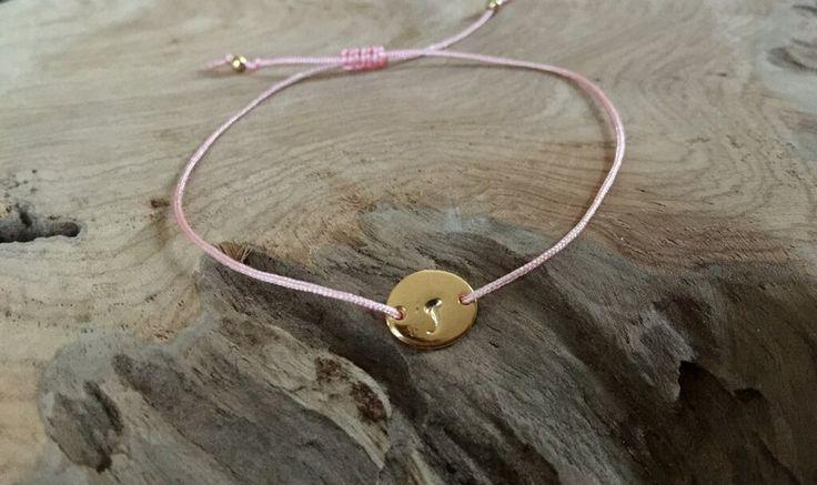 Namensarmbänder - Armband Macramé mit Initialien gold - ein Designerstück von saniLou bei DaWanda