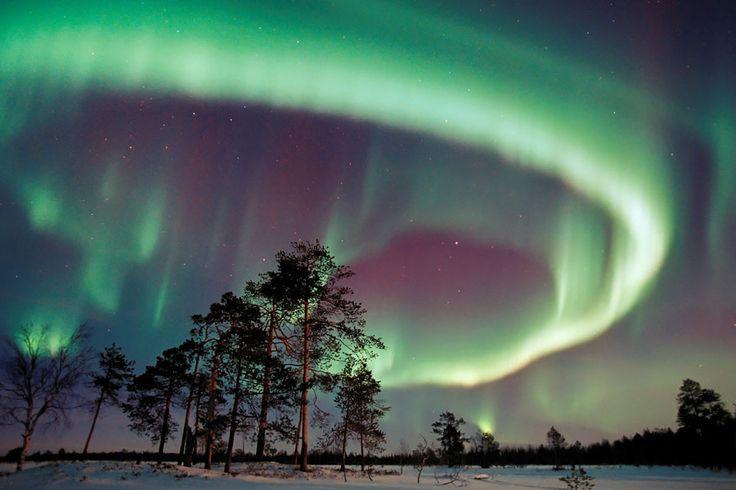 Wunderschöne Polarlichter über Finnisch Lappland