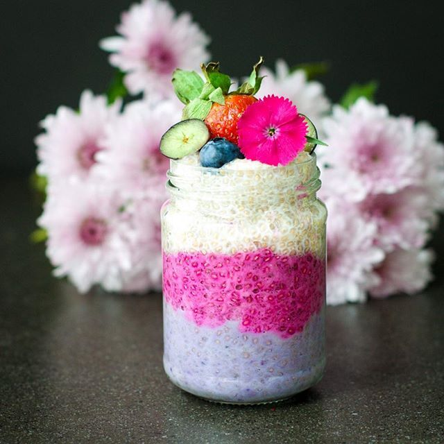 Superfood Chia Pudding 💜💖 in my favourite flavour of Vanilla Coconut 😍 For the purple layer I added a little @powersuperfoods Maqui powder, for the Pink I added @just blends Dragonfruit powder. I'll put the base recipe below 💝 Made especially to enter my friend @rachels.fit.kitchen #chiapuddingparty 💚 I've been trying to support this party for weeks, but time just passes me by 😩 This weekend seems to have flown by, but I definitely took the time to relax and enjoy my family, instead of…