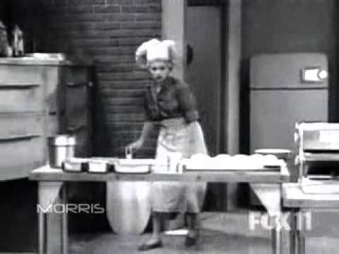 I Love Lucy VIDEO -  'Lucy makes pizza'