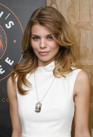 AnnaLynne McCords blonde, wavy hairstyle