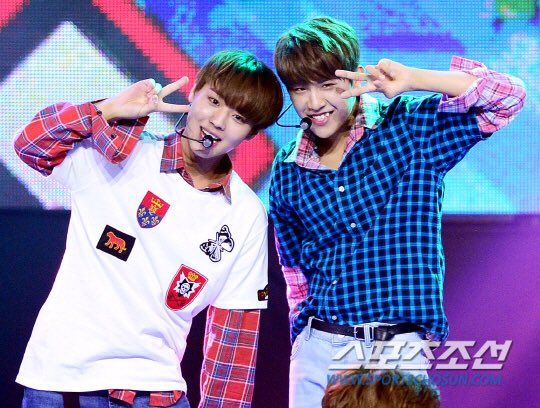 170830 WANNA ONE @Show Champion <3 Jihoon & Woojin - 2Park pink sausages