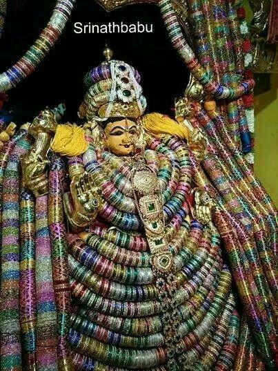Decoration with one lakh bangles of Devi Kanyaka Parmeshwari at Warangal during Navratri.