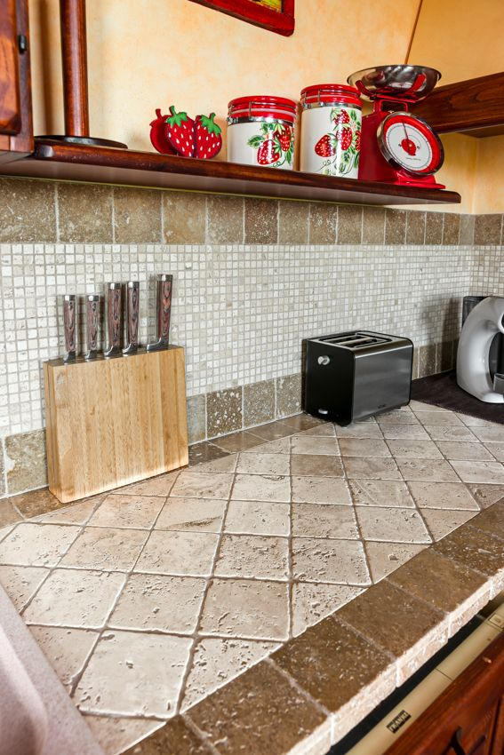 Piano Cucina In Marmo Travertino.Il Marmo Travertino Formato Quadrato Per Il Piano Di Lavoro Della