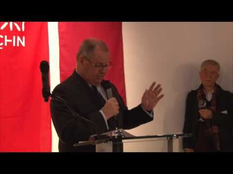 The Right Honourable the Lord Mayor of Melbourne Robert Doyle AC is maki...