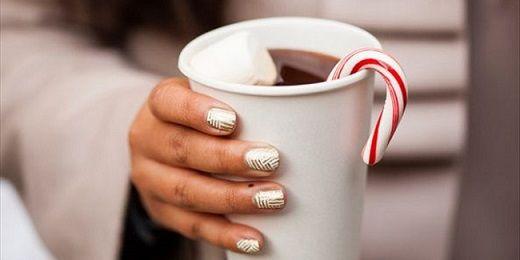 Χριστουγεννιάτικο μανικιούρ: Πάρτε ιδέες για να... ζωγραφίσετε τα νύχια σας!