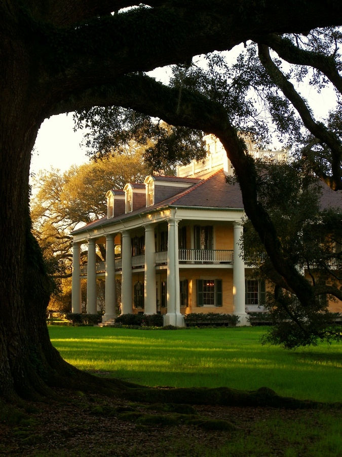 Houmas House Plantation, located just outside of Baton Rouge, La.  I visited here as a child.  Beautiful!