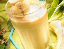 Banana, kiwi and tangerine milkshake