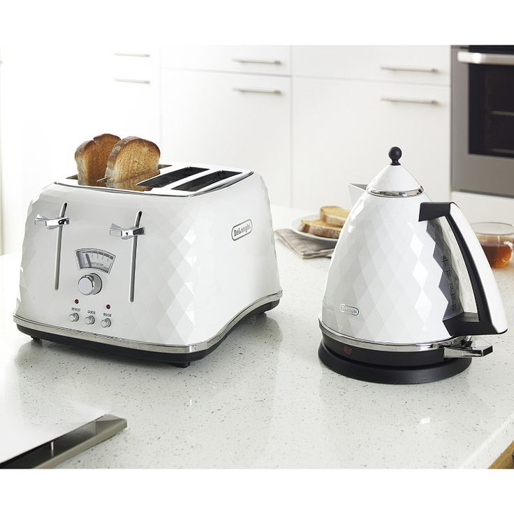 DeLonghi Brilliante Toaster & Kettle