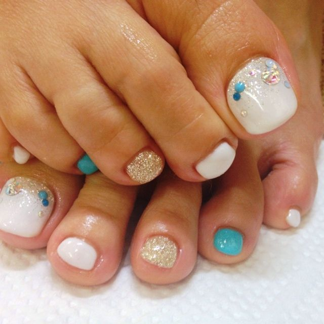 White and Blue Toe nail Art nailbook.jp